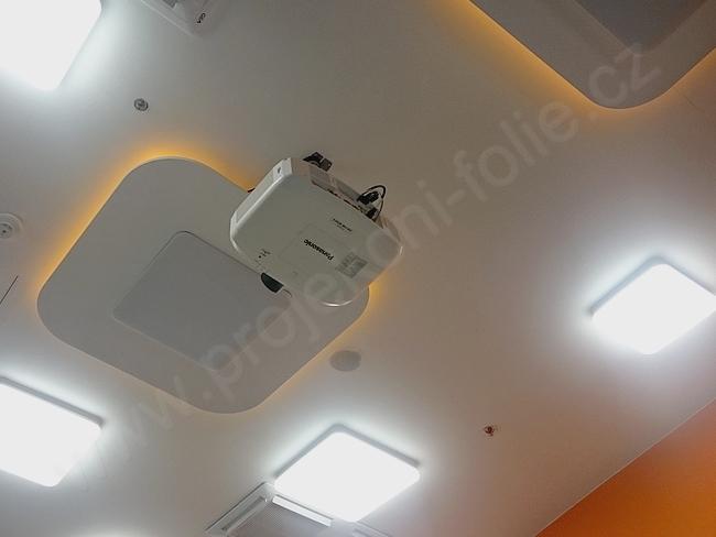 Instalační projektor